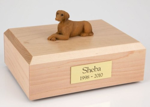 Vizsla figurine cremation urn w/wood box