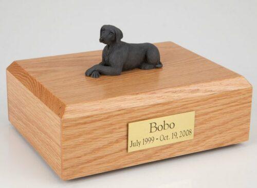 Weimaraner figurine cremation urn w/wood box