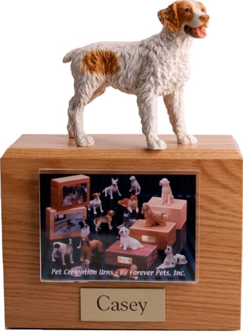 Hardwood photo hold urn with Brittany dog figurine on top